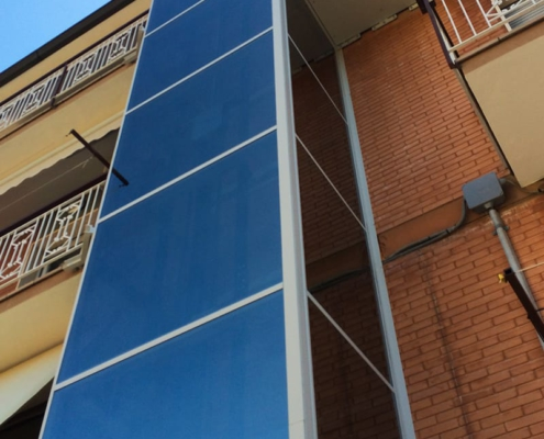 Ascensore domestico installato all'esterno della casa